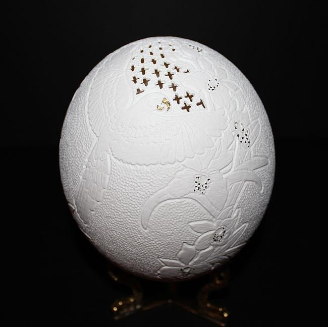 Parrot.JPG - by Nijole Byer from Hand carved egg art