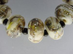 Detail Image for art BG Morrow LAMPWORK Handmade 14-15mm Glass 9 Beads D314