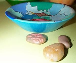 Detail Image for art Three Fishes Milepebbles Bowl