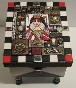 Detail Image for art Queen of Hearts Box