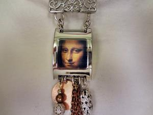 Detail Image for art Mona Lisa Necklace.jpg