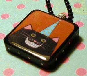 Detail Image for art smiley cat art pendant